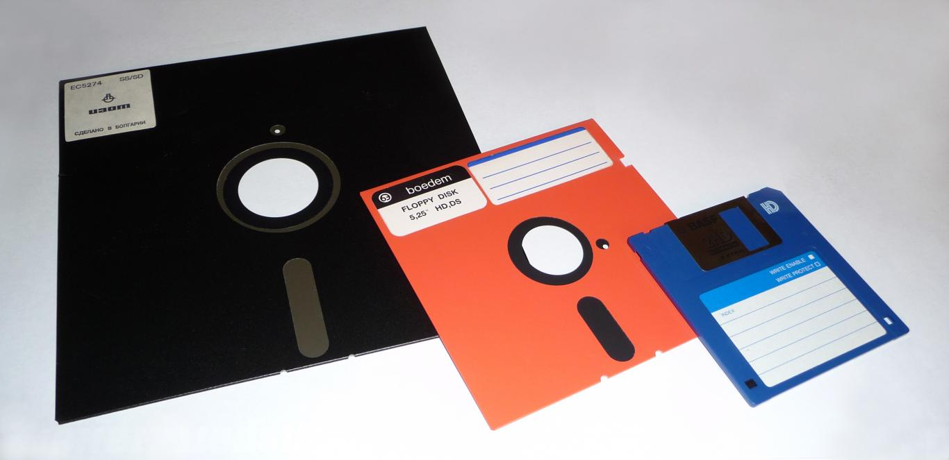 "An image of an 8"", 5.25"", and a 3.5"" floppy sitting next to each other"